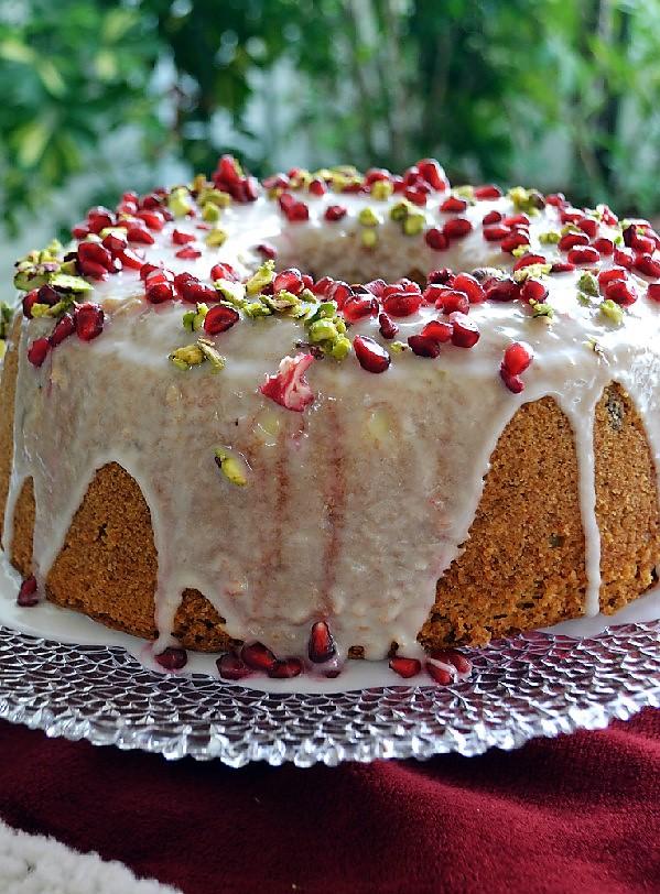 Χριστουγεννιάτικο κέικ με φιστίκια Αιγίνης και ρόδι - Sweetly